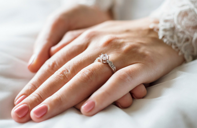Waar komt de traditie van verloving en trouwringen vandaan